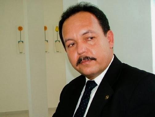 Natal: Justiça do RN condena ex-vereador Carlos Santos por nepotismo