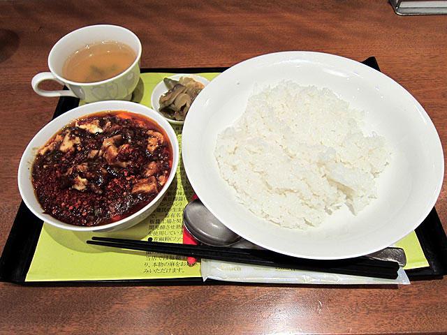 正宗麻婆豆腐セットはライスとスープとザーサイがセットです