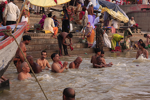 ganges worship ©christine kaaloa