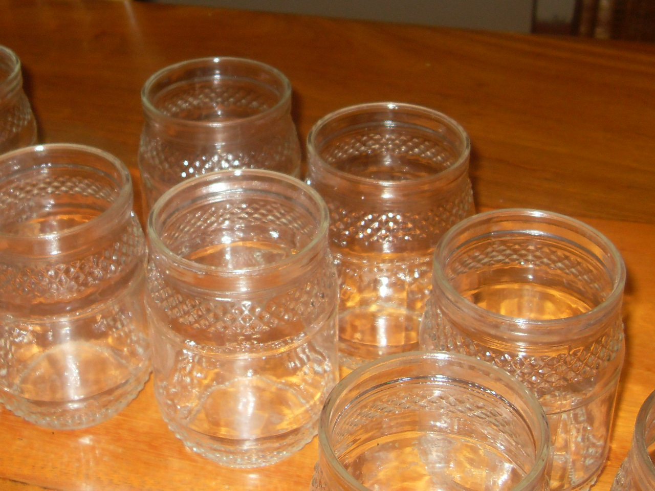 Vidros de conserva que seriam descartados ao LIXO