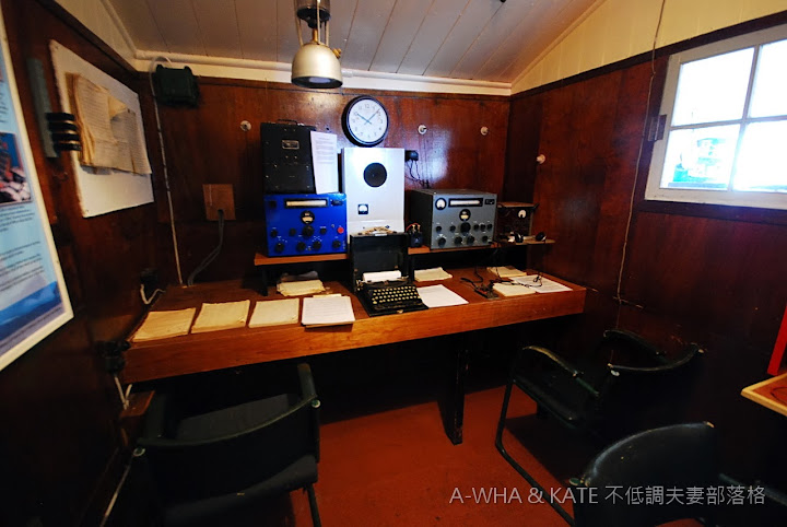 【南極遊輪探索旅遊】登陸英國研究站:Port Lockroy拉可羅利港 ~寄張地球上最難(南)得的明信片!