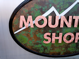 Mountain Shop - close