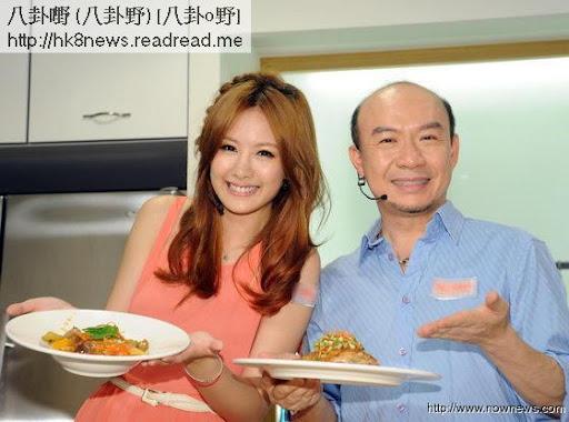 安心亞(左)和吳恩文PK廚藝。(記者林調遜/攝影)