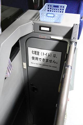 ジェイアール九州バス「福岡周南ライナー」 8450 トイレ入口
