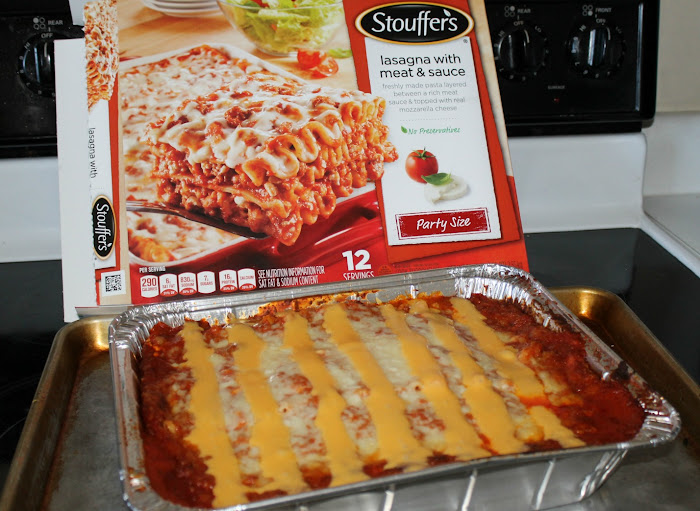 "Serving Stouffer's Lasagna ""Football Field"" with My Football Ice Cream Cake Recipe #GameTimeGoodies"