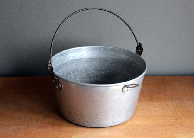 Small metal bucket available for rent from www.momentarilyyours.com, $3.00.