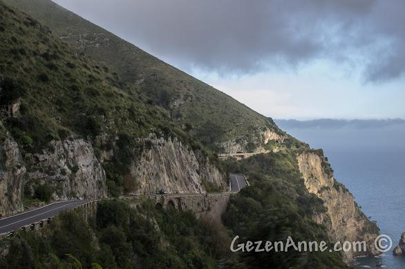 Amalfi kıyısından giden yollar