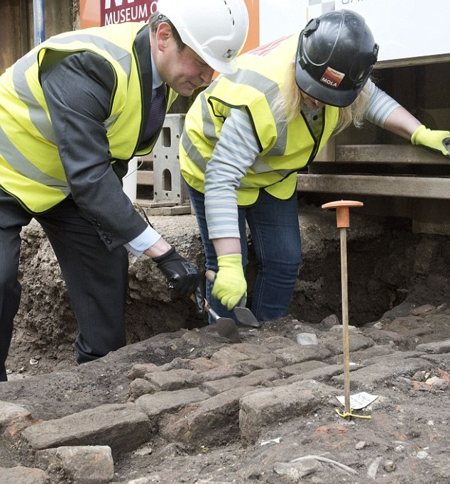 Archaeologists begin exploration of Shakespeare's Curtain Theatre