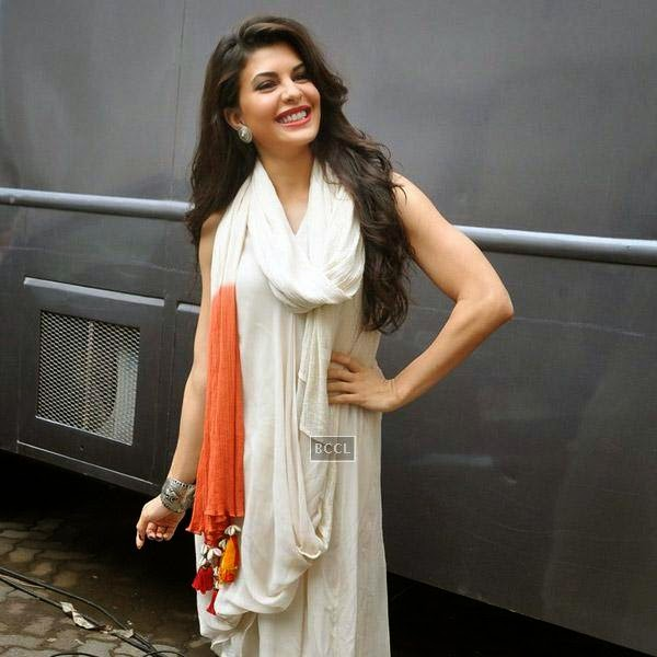 Jacqueline Fernandez snapped at Bandra in Mumbai, on July 21, 2014.(Pic: Viral Bhayani)