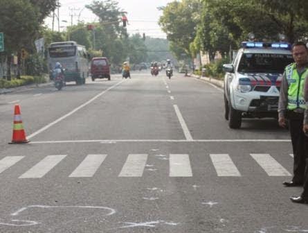 Berita foto dan video SINAR NGAWI terkini: Bu guru SMPN 2 NGawi Tewas Tertabrak mobil saat terburu-buru awasi ujian Try Out