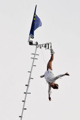 Akrobatik auf dem Peitschenmast
