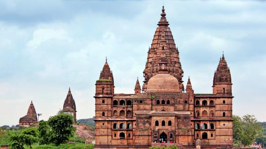 4) Admire the architecture at Chaturbhuj Temple.jpg