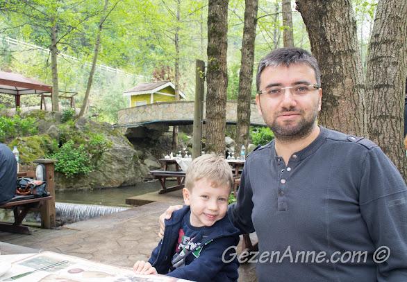 Natürköy'de masamıza oturmuş kahvaltı beklerken, Sapanca