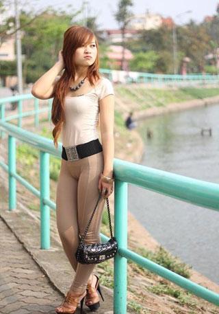 gái mặc quần phản cảm lộ bướm