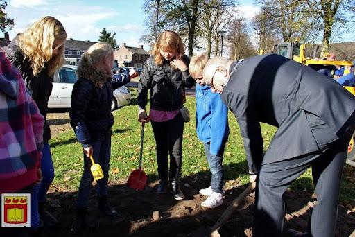 burgemeester plant lindeboom in overloon 27-10-2012 (22).JPG