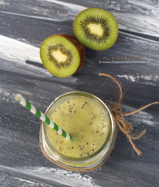 Kiwi, Strawberry Yogurt and Chia Seeds Smoothie | www.thepeachkitchen.com