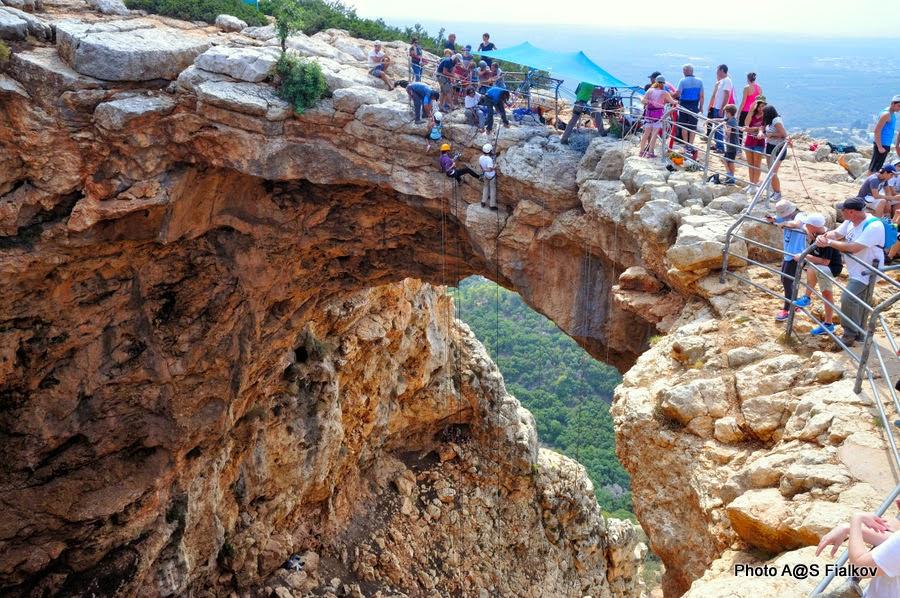 Пещера Радуга, Меарат Кешет в национальном парке Адмит. Экскурсия по Западной Галилее. Гид в Израиле Светлана Фиалкова.