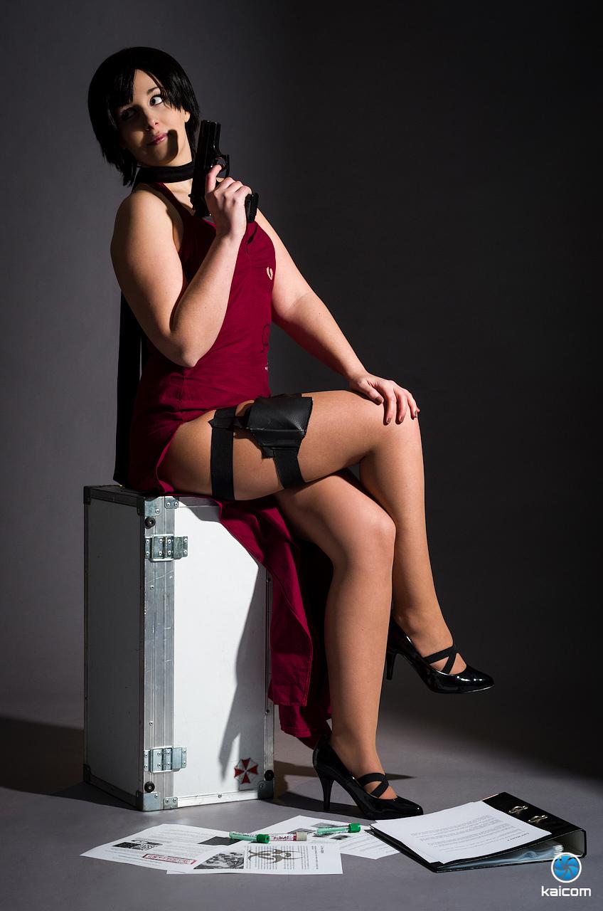 Siêu điệp viên Ada Wong khoe chân dài cực gợi cảm - Ảnh 5