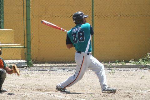 José Leza de León de Tiburones en el beisbol regional