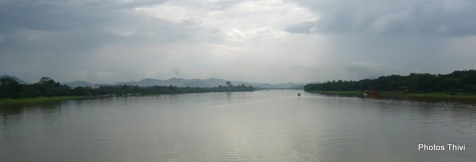 La Rivière des Parfums (Sông Huong) vue du pont Phu Xuan, vers l'Ouest