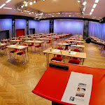 Velký sál při školním uspořádání s uličkami