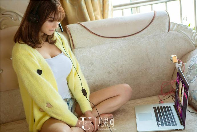 Một ngày bận rộn của nữ streamer quyến rũ