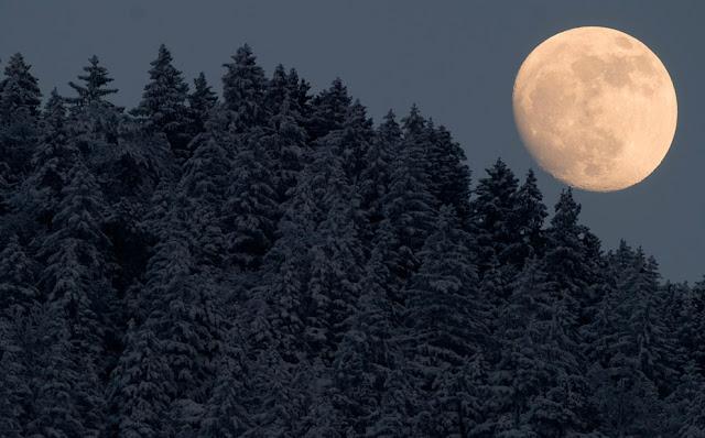 Ánh trăng đêm đông