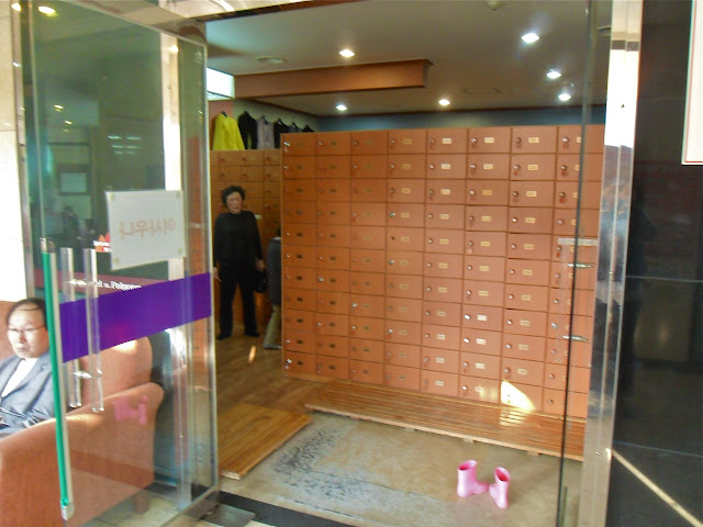 what a korean bathhouse looks like