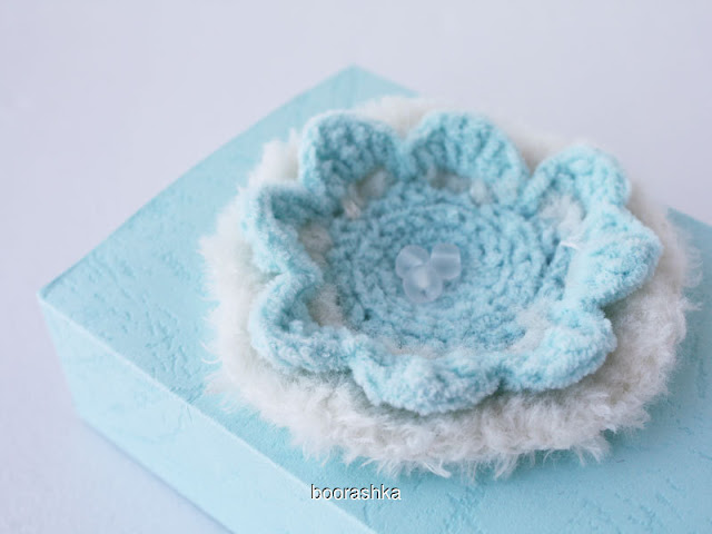 gift wrap crochet flower