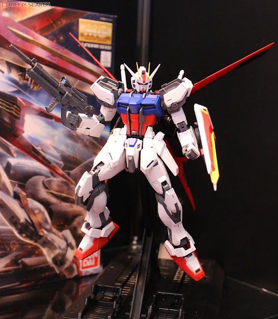 Aile Strike Gundam MG 1/100 cho phép tái tạo bất kỳ cảnh nào của trận chiến