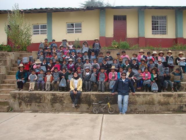 con los niños y niñas del Suro
