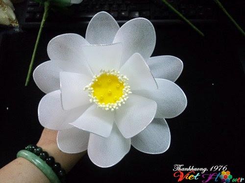 Làm hoa sen trắng bằng vải voan (bước 11)