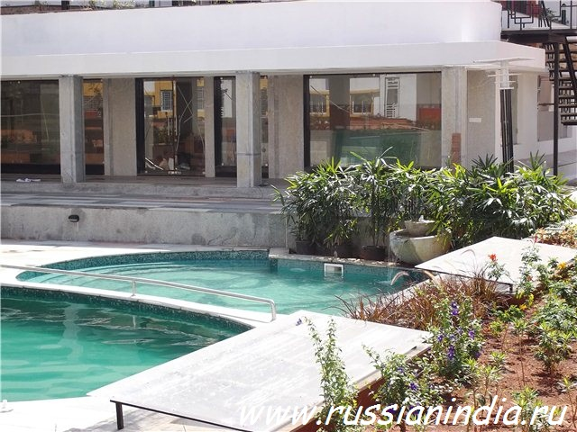 Клабхаус с бассейном