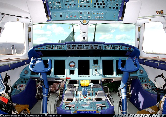 Кабина самолета Ан-148