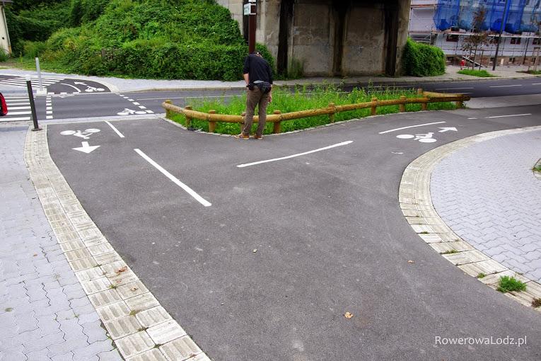 Rozwidlenie dwóch dróg dla rowerów.