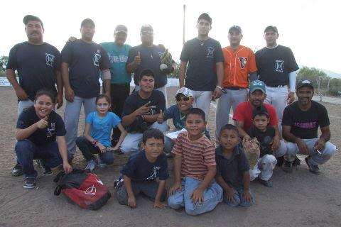Equipo Diamantes en el softbol del Club Sertoma