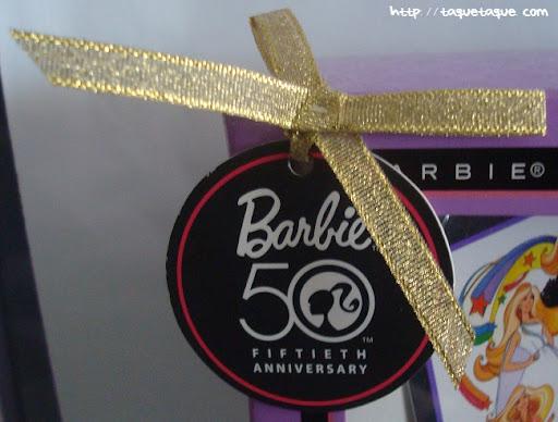 mi Babie Favorita 1977 - Barbie Superstar: detalle de la etiqueta conmemorativa del 50 aniversario de Barbie
