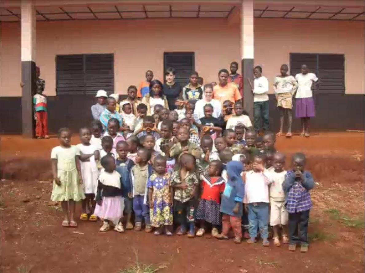 Recogemos material escolar para Camerún