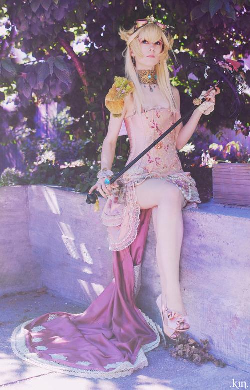 Skirtz kiêu sa trong trang phục công chúa Peach