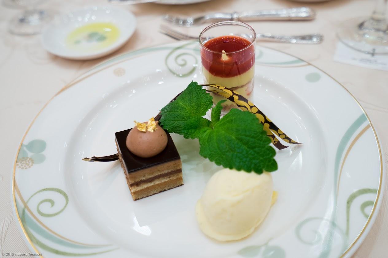 三種のデザートのアルモニー ガトーオペラ・ミルフィーユ ・粟国の塩のア