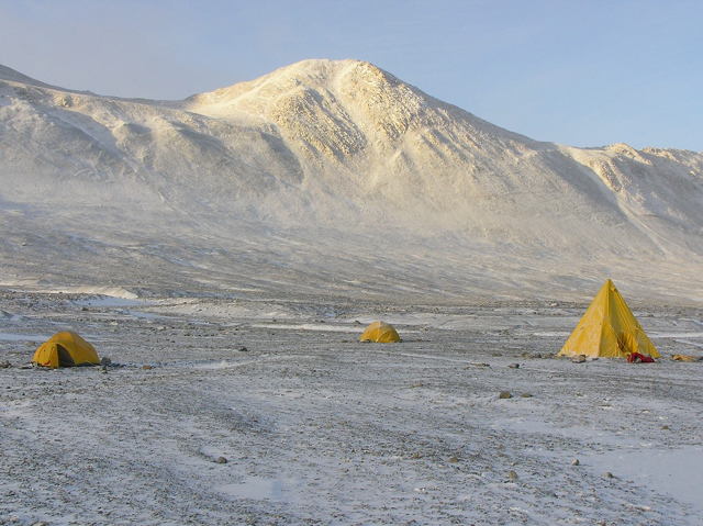 Tents at Lake Fryxell (photo by A. Chiuchiolo)