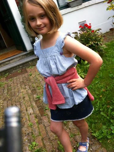 Jupe en jean cousue par enfant