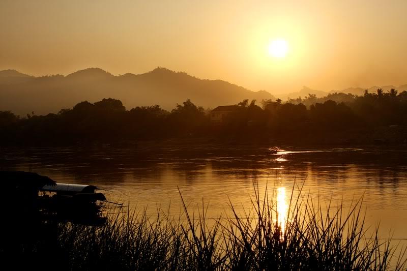 ảnh dòng sông quê lúc hoàng hôn
