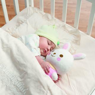 Cột mốc phát triển của trẻ sơ sinh: Tập lật người
