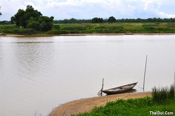 thơ bên bến sông quê