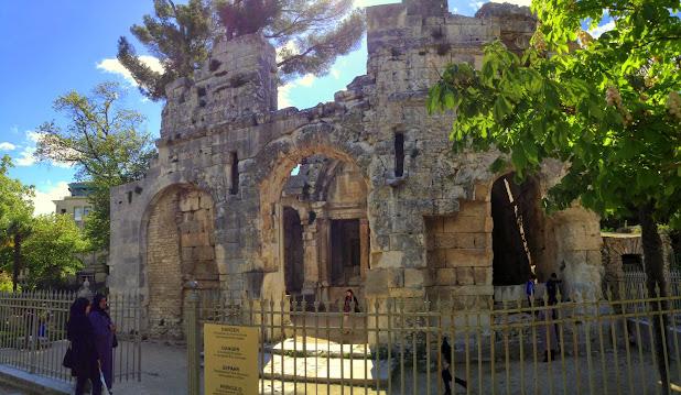 Храм Дианы (Temple de Diane) Достопримечательности Нима (Nîmes)