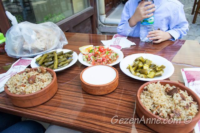 güveç, yaprak sarması ve yoğurtla donatılmış masamız, Tarihi Güveç Fırını Beypazarı