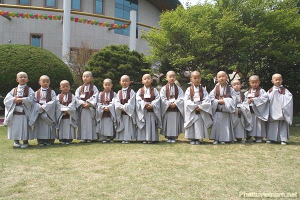 Các em Đồng Nam tại Hàn Quốc thể nghiệm xuất gia nhân mùa Phật Đản