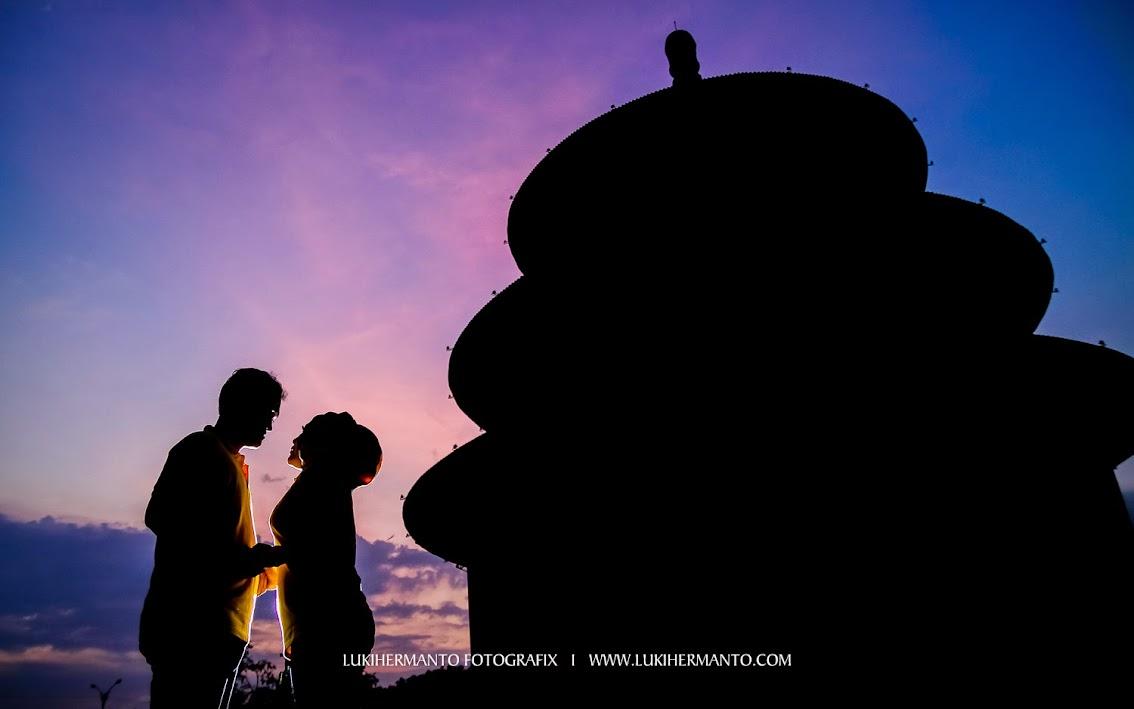 Foto prewedding romantis siluet