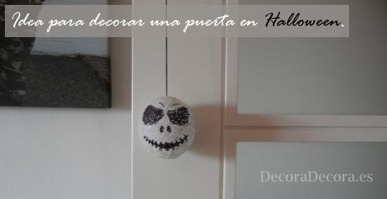Decorar las puertas en Halloween.